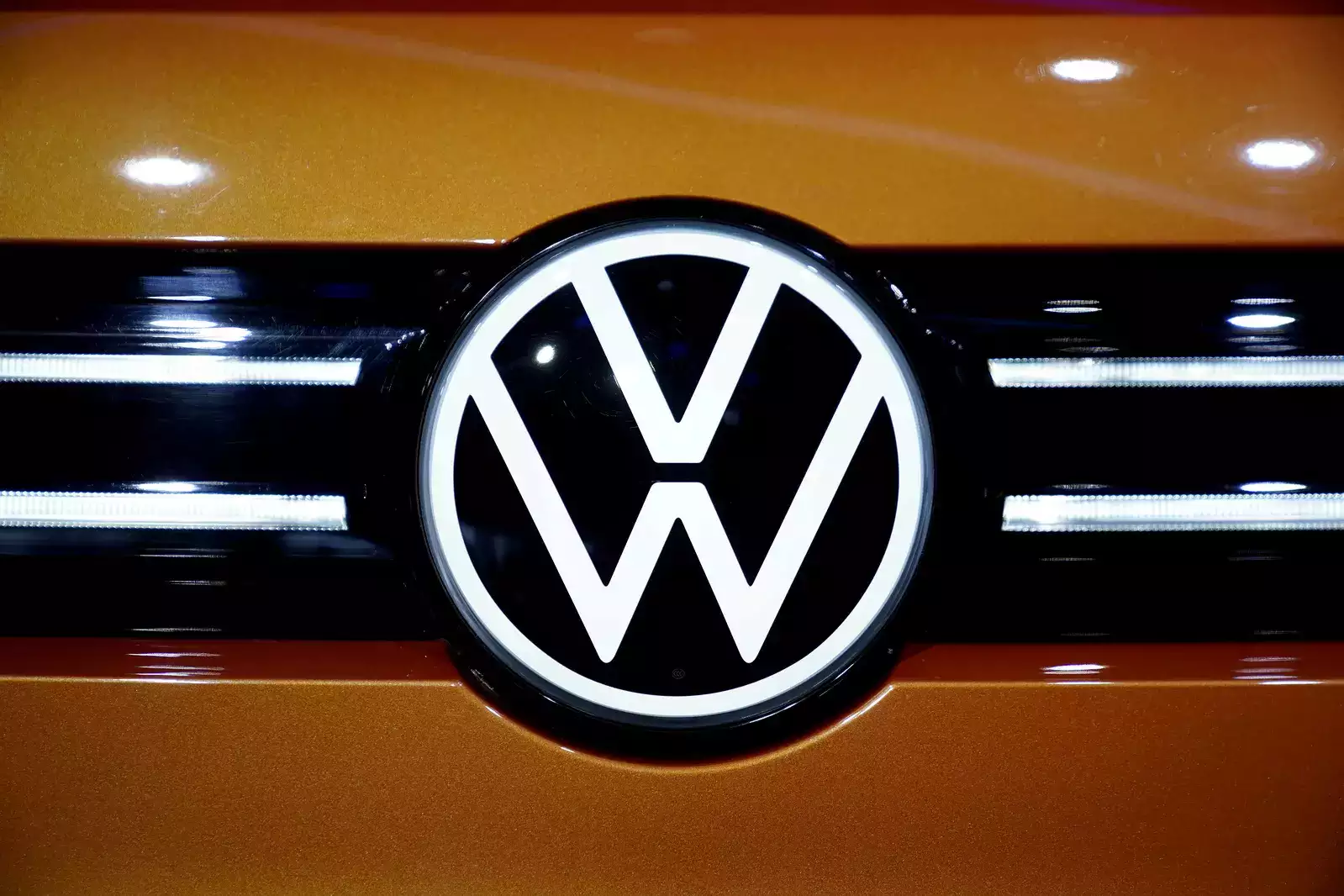Only Volkswagen, Volvo Doing Enough to Electrify in Europe: Study