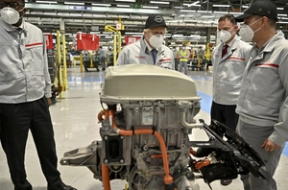 Nissan to make new electric cars batteries in Britain