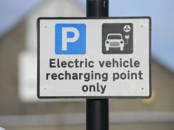 'Urgent action needed' to speed up installation of electric vehicle charge points